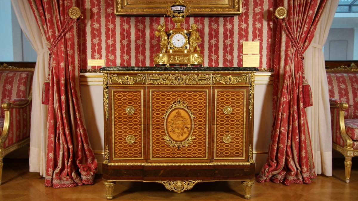 Meuble Ancien Style Henri 4 royal french furniture: jean-henri riesener and his legacy